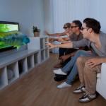 Familie ser 3D film på TV