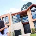 Et par ser på et stort nyt hus - ejendomshandel
