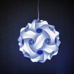 Designer lampe hænger fa loftet